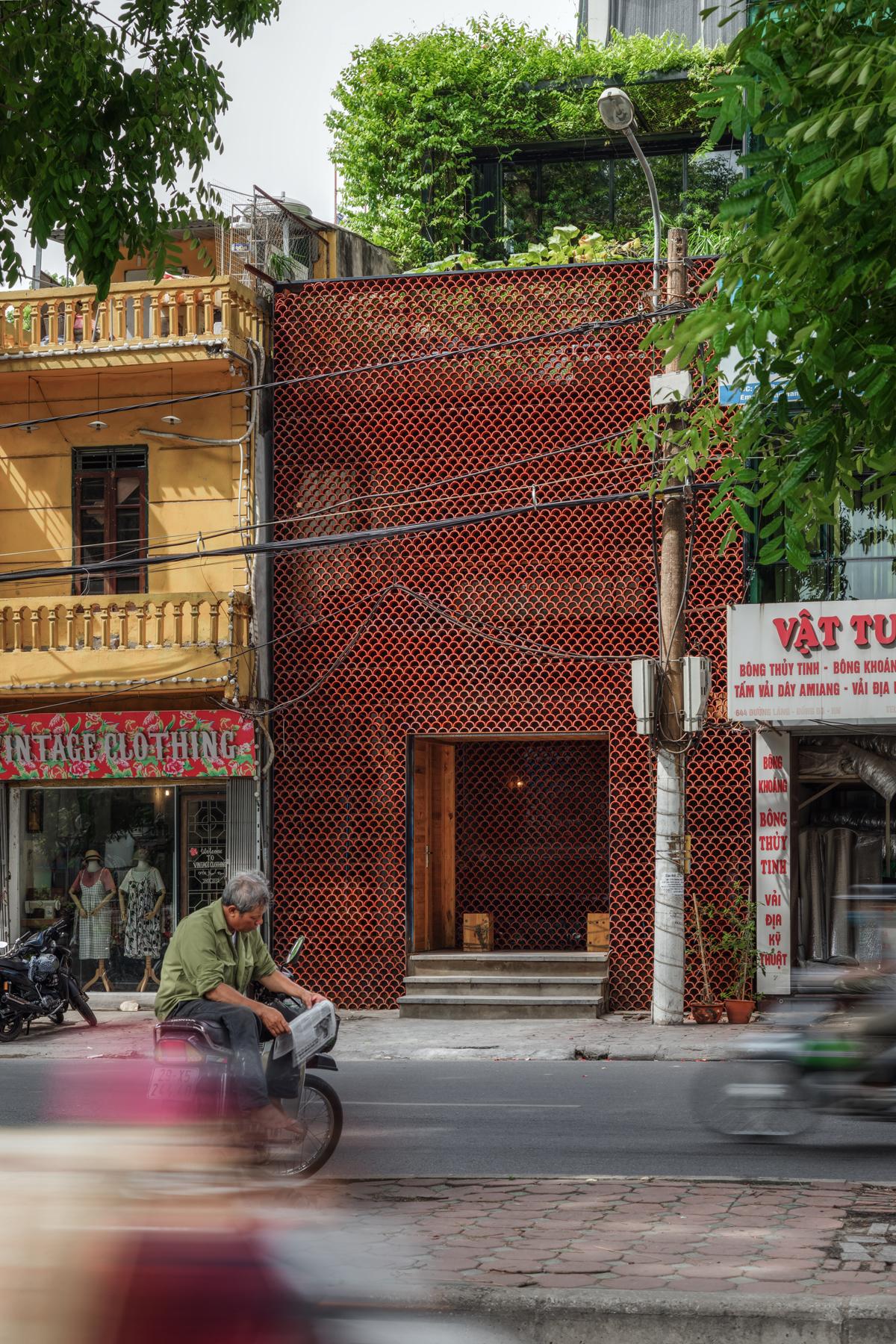 Vue du café Koi depuis la rue
