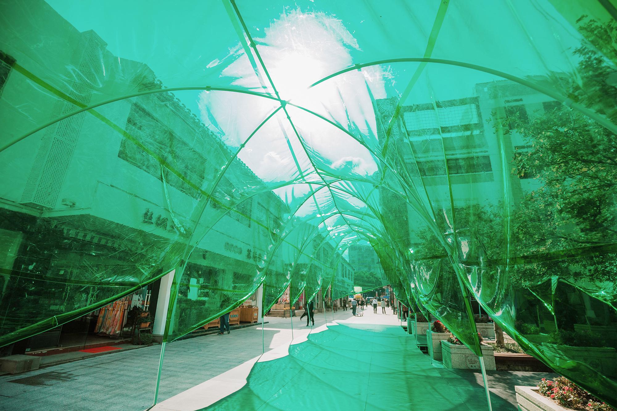 Pergola Tricolor Trilogy: Accordion Arcade, Blue Sky Blues, Orbital Oasis par ATAH, Suzhou, Chine