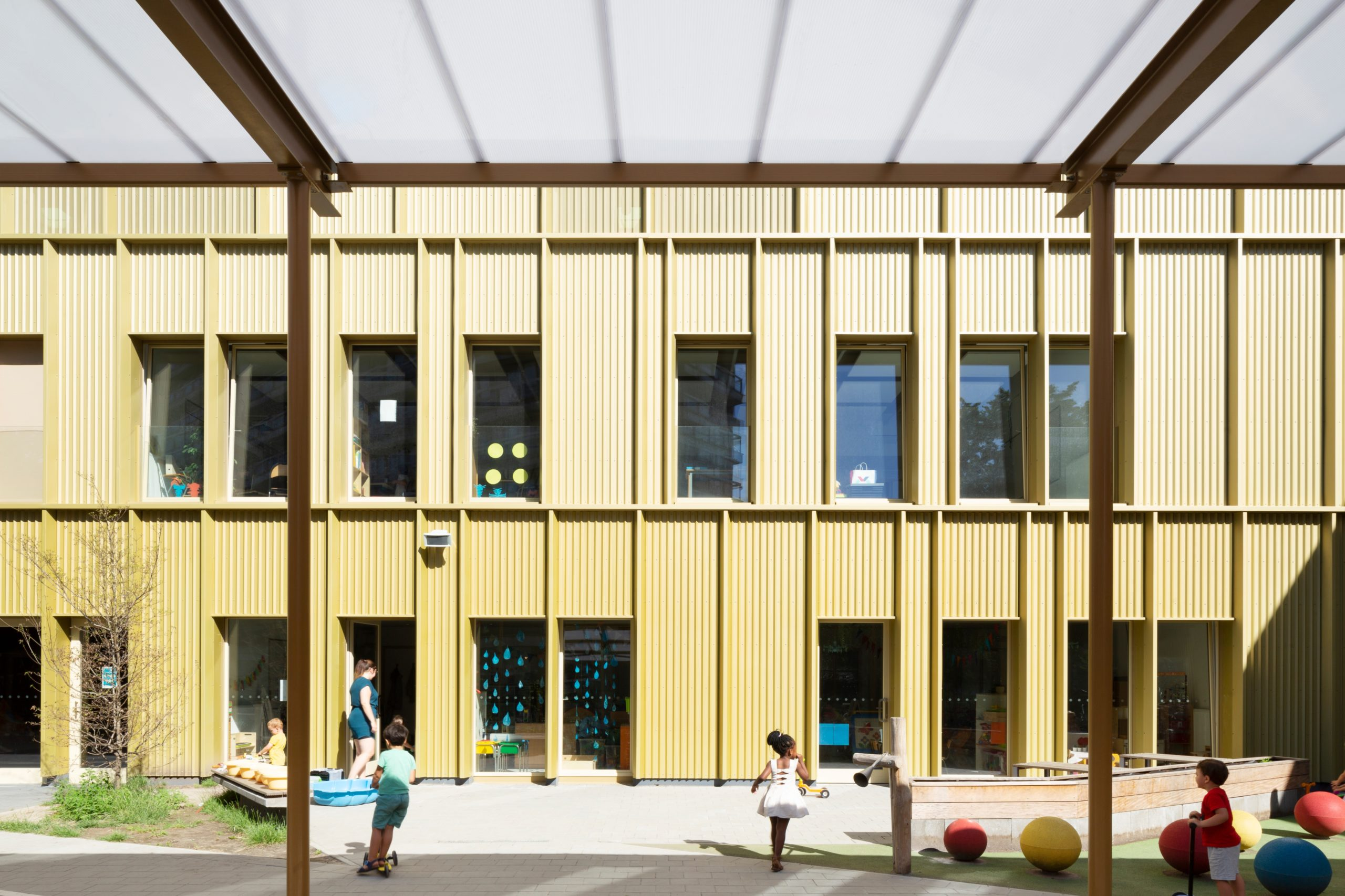 Pergola Ket & Co par OSK-AR Architecten, Sint-Jans-Molenbeek, Belgique