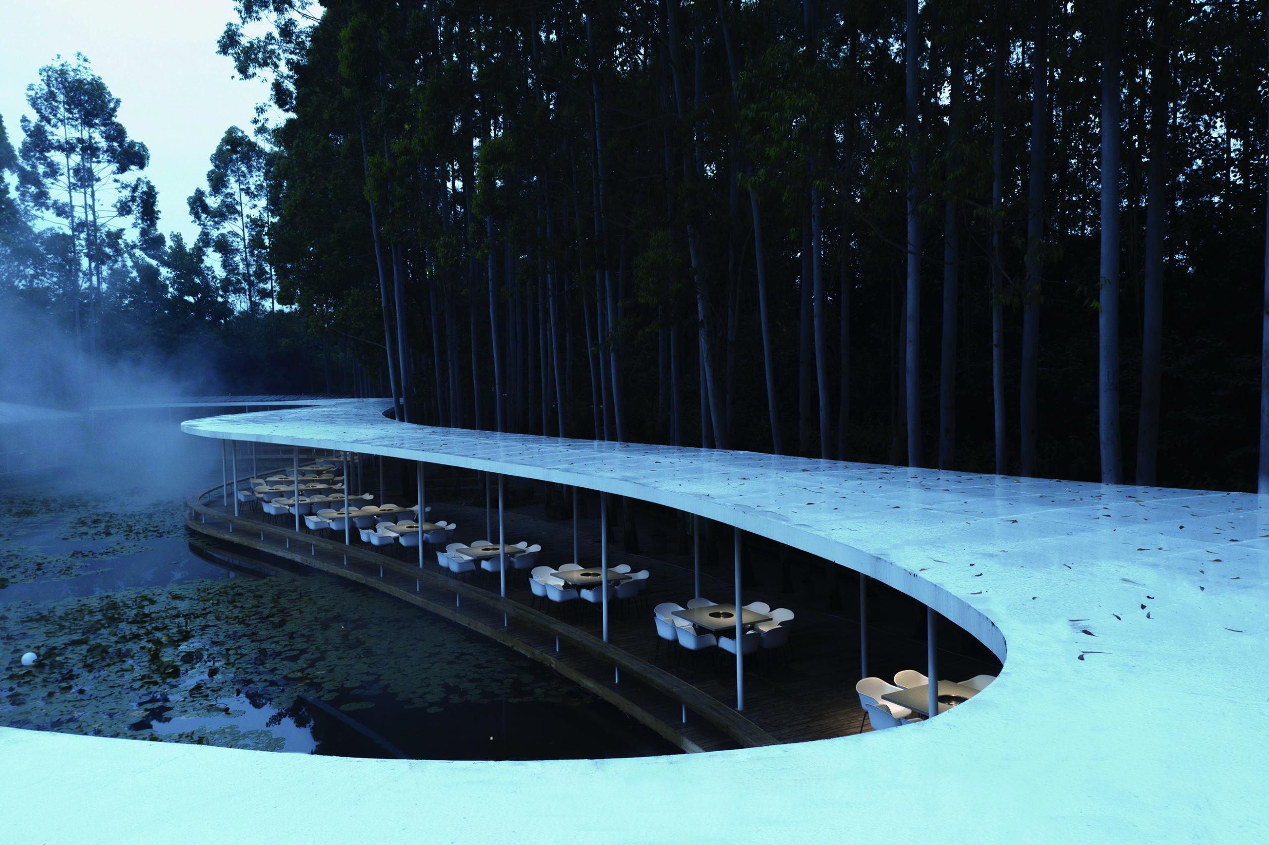 Restaurant Pergola Garden Hotpot par MUDA-Architects, Chengdu, Chine