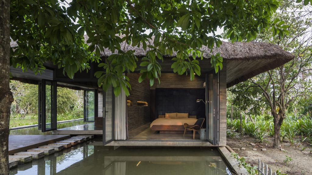 Vue d'Am House avec étang Po
