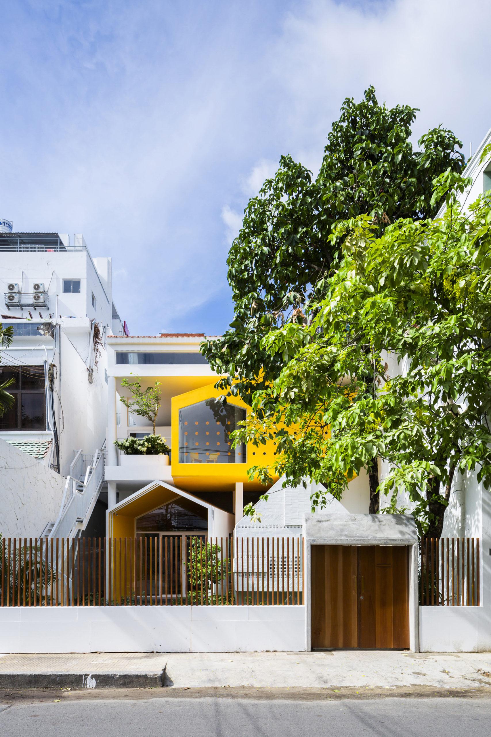 Chuon Chuon Kim Kindergarten_exterior